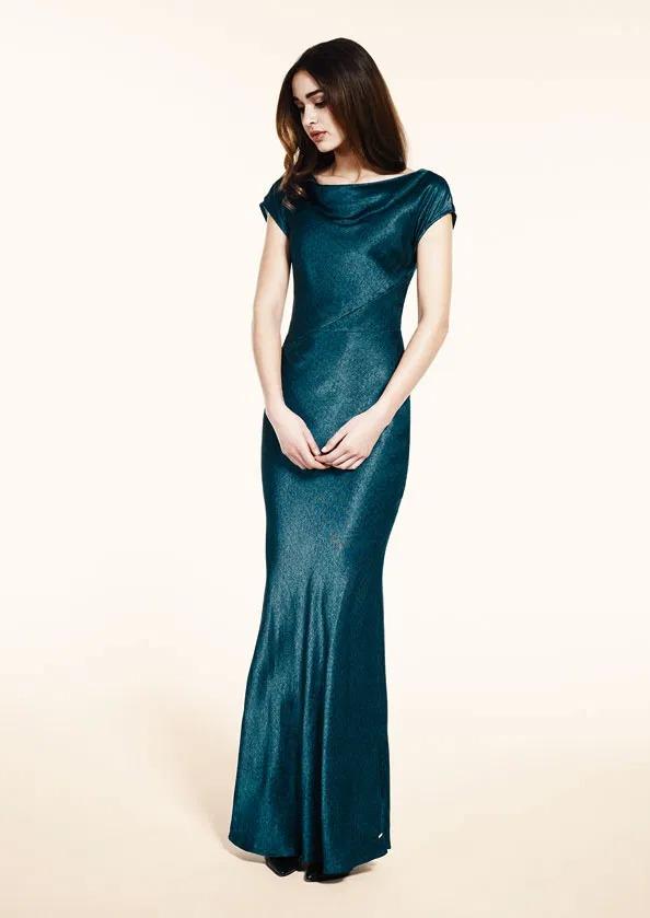 فستان كارلا مكسي ساتان مطبوع جلد ثعبان الأصلة بلون الأخضر الزمردي، مع قصة خفيفة حورية البحر.