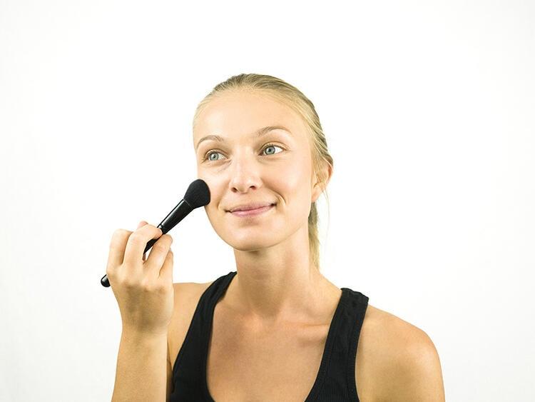 بودرة الوجه Foundation powder